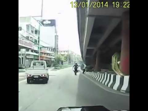 Cop Executes The Perfect SideKick
