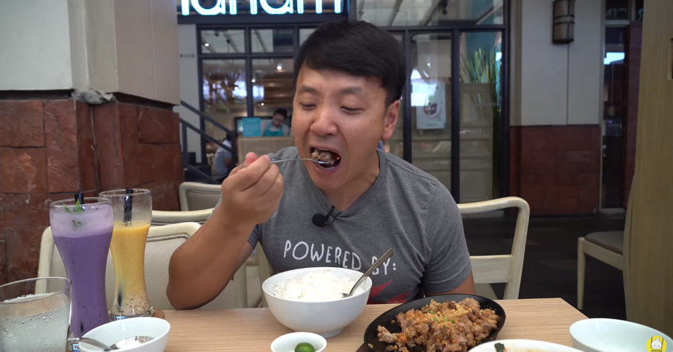 Asian Guy Meets Sisig for the First Time